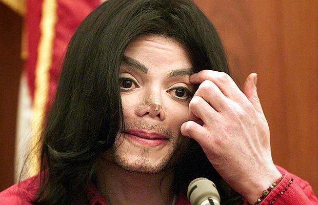 Майкл Джексон в суде. 2002 год.