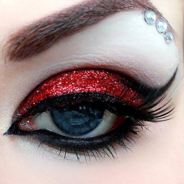 Макияж с красными тенями