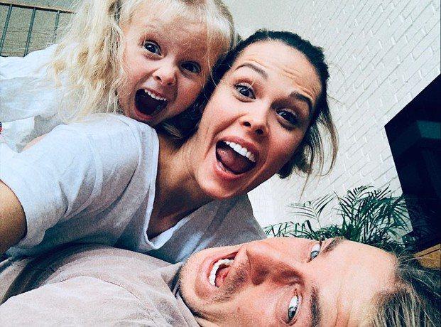 Мария Горбань с мужем и дочерью от прежних отношений
