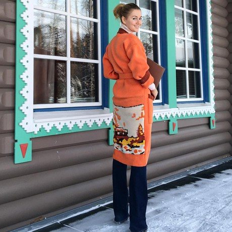 Мария Кожевникова: «Для меня связали нереально теплый и яркий кардиган. На улице -17, а мне не холодно. Пойду своего Деда Мороза около елочки искать, если конечно, он уже домой не уехал»