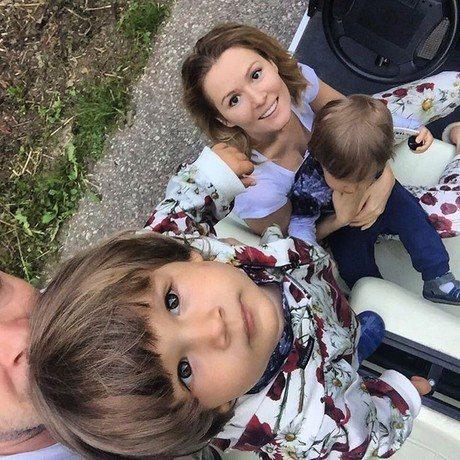 Мария Кожевникова с мужем и сыновьями