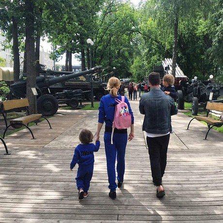 Мария Кожевникова с супругом и сыновьями
