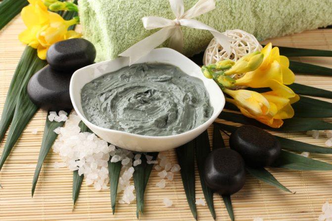 Маска для волос из голубой глины обладает лечебными свойствами, способными вернуть ослабленным волосам жизненную силу и красоту