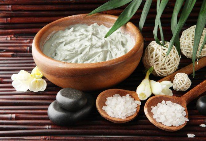 Маска из глины для волос тонизирует кожу головы и активизирует кровеносную систему