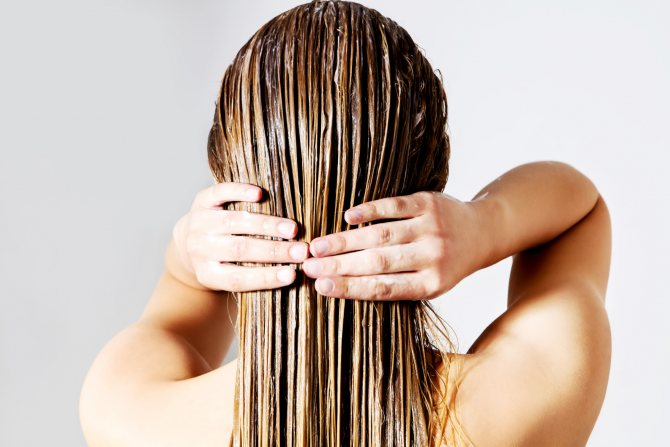 Маска на волосах