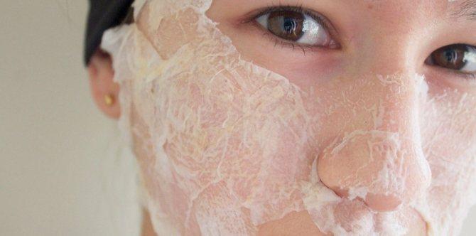 маска, нанесенная на кожу лица