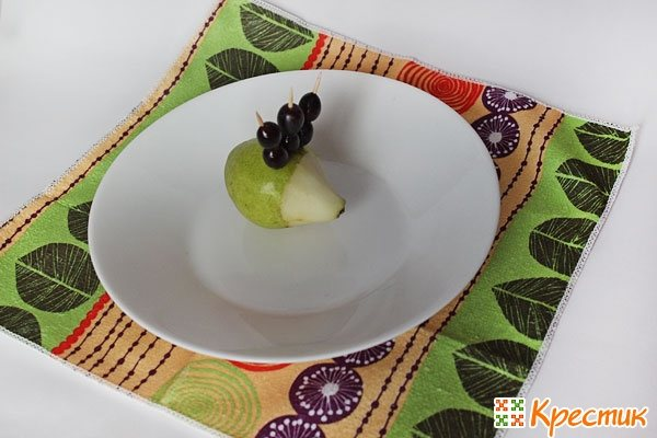 Мастерим ежика из фруктов