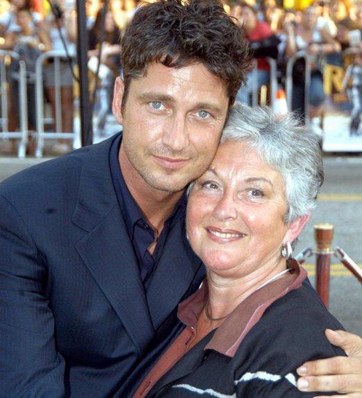 Мать актера, Маргарет Батлер, мечтала о том, чтобы сын стал юристом. Но сейчас гордится им