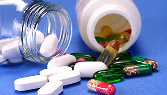Медикаментозное-лечение-назначается-в-помощь-к-психологическому