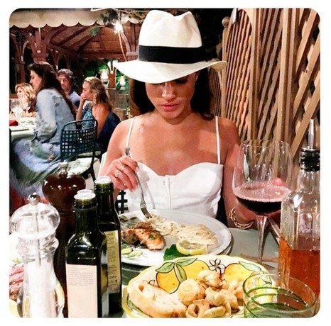Меган Маркл, судя по снимкам в соцсетях, любит красивый отдых