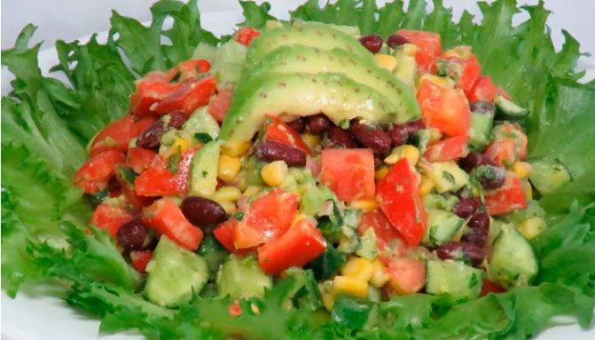 Мексиканский салат с авокадо и фасолью
