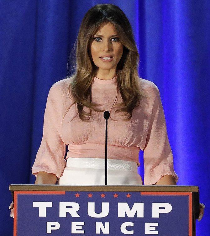 Мелания Трамп выступает на предвыборном мероприятии кампании 2016 года. Фото: EAST NEWS