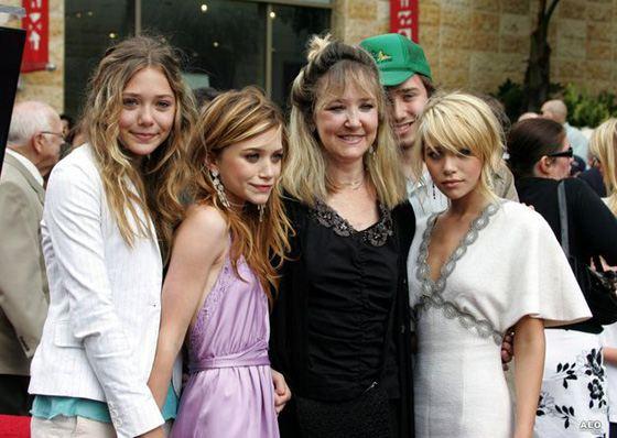 Мэри-Кейт Олсен с семьей