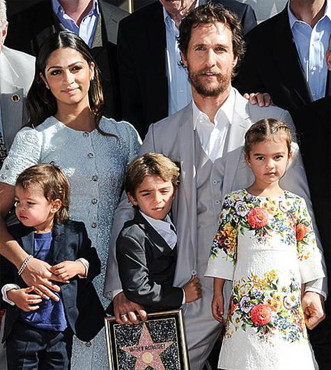 Мэтью Макконахи с женой Камилой Алвес и детьми. Фото: AP.