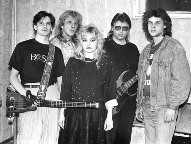 Между шоу-бизнесом начала девяностых (на фото Татьяна Буланова с группой «Летний сад») и современной музыкальной индустрией — нешуточная пропасть.