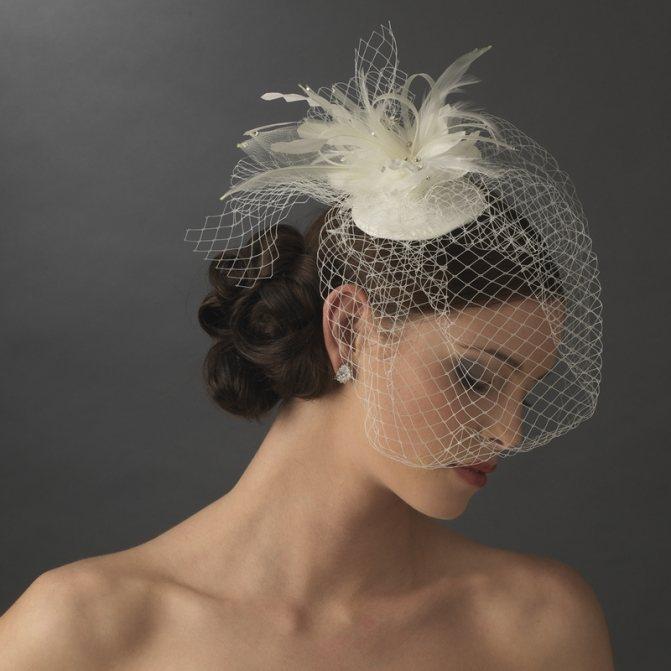 Миниатюрная шляпка для свадебной причёски