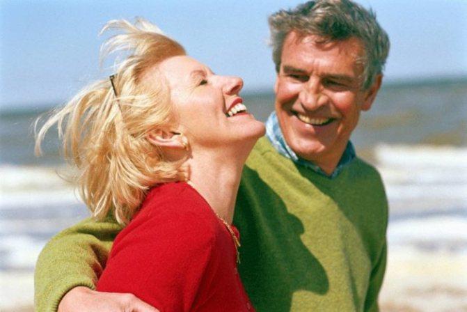 Мнение психологов: если женщина после 40 вступает в брак по расчету, в основе которого жизненный опыт, а не желание обогатиться, такая семья обещает быть крепкой.