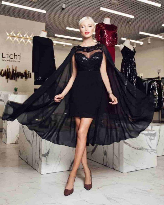 Модель Алена Шишкова в вечернем платье