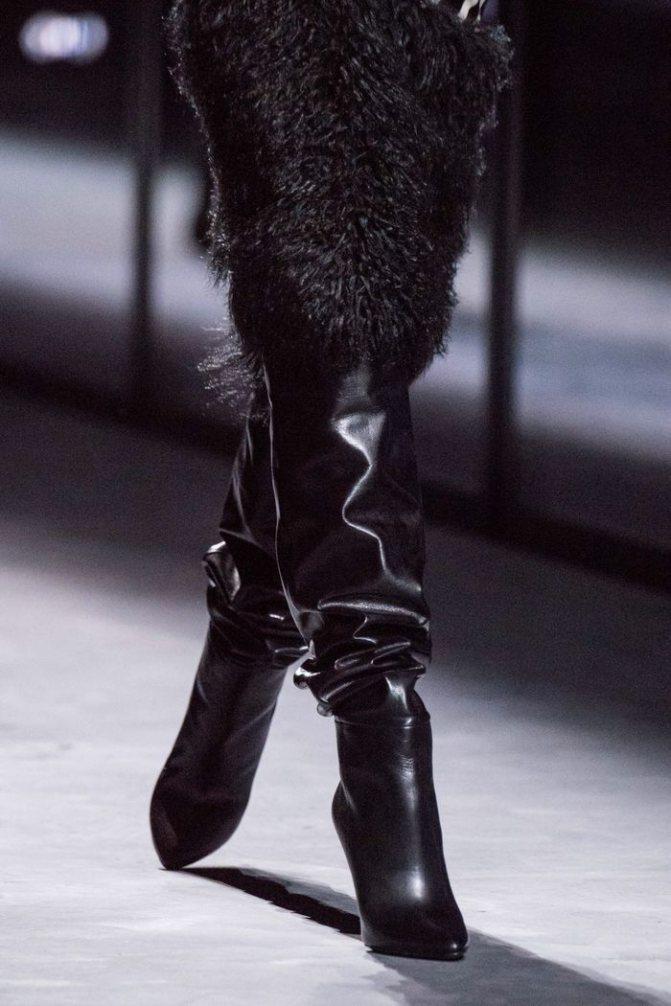 Модные кожаные сапоги осень-зима из коллекции Saint Laurent