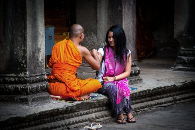 Монах и женщина