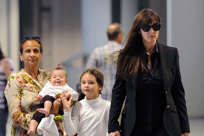 Моника Беллуччи с дочерьми