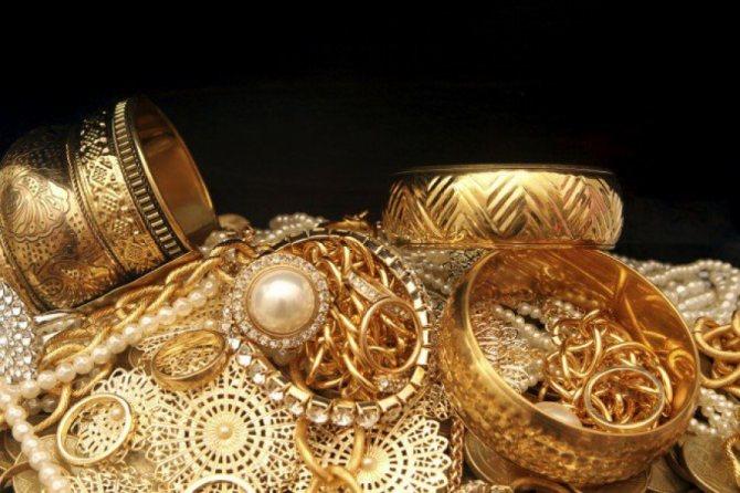 Можно ли носить украшения умершего человека – часы, золото?