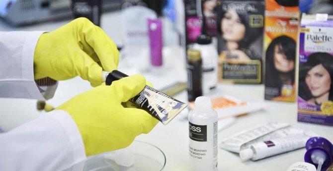 Можно ли смешивать краску для волос в стеклянной посудине?