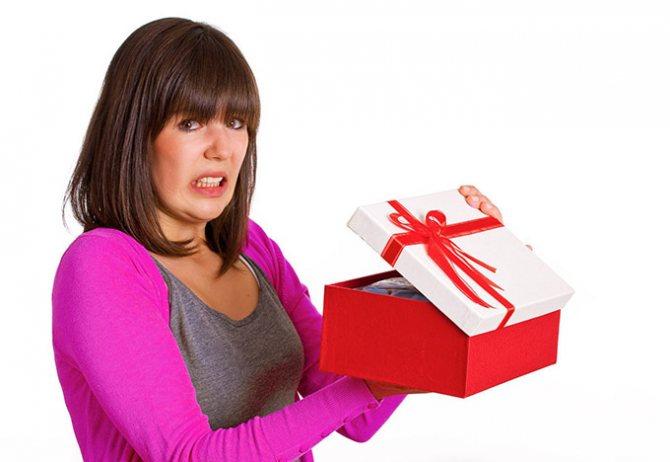 Мужчина не делает подарков