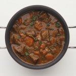 Мясо с подливкой на сковороде. Как приготовить, рецепты с фото пошагово
