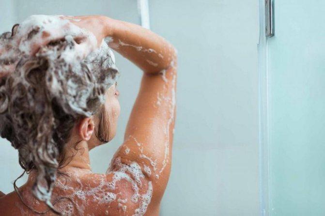 Мыть волос шампунем