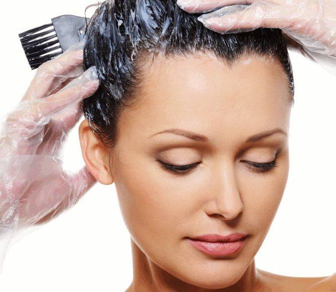 Мыть волосы перед нанесением маски — необходимость, которая позволит достичь лучшего полезного эффекта