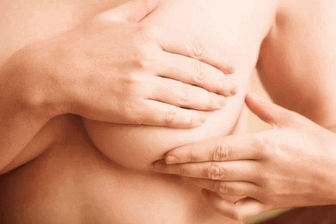 На каком месяце беременности набухает грудь