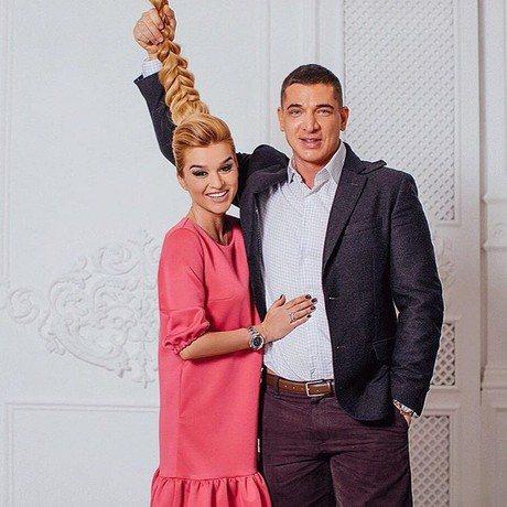 На минувшей неделе стало известно, что телеведущая Ксения Бородина решила развестись с бизнесменом Курбаном Омаровым из-за его многочисленных измен. С чего началась история расставания ведущей телепроекта «Дом-2» и предпринимателя,…