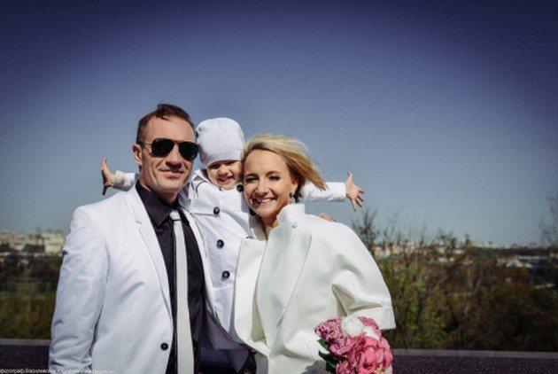 На свадьбе присутствовала 3-летняя дочка Романа и Оксаны, Настя