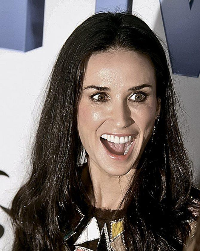 Над голливудской улыбкой Деми Мур поколдовали профессиональные стоматологи.