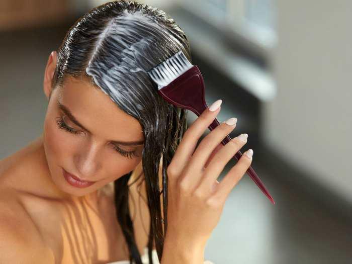 Нанесение состава на волосы