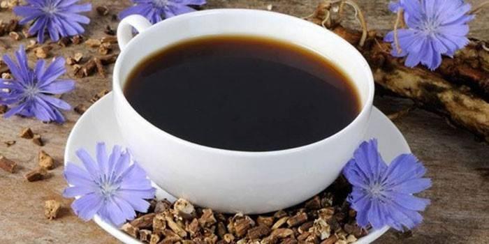 Напиток из цикория в чашке