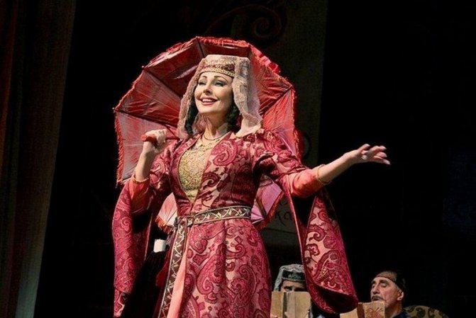 Наталья Бочкарёва в театре (кадр из фильма-спектакля «Ханума»)