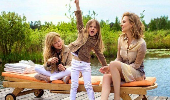 Наталья Чистякова-Ионова с детьми