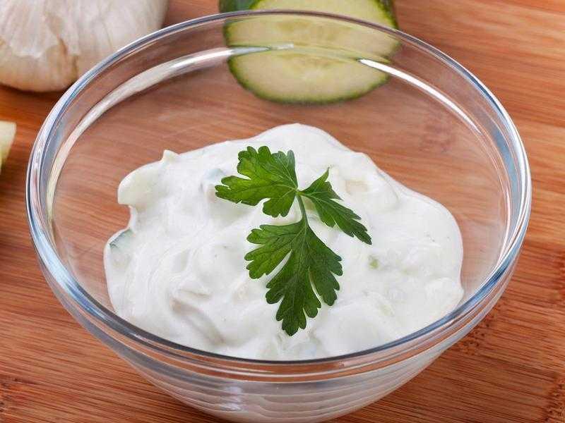 Натуральная маска для волос с йогуртом: польза продукта и как ее приготовить самостоятельно