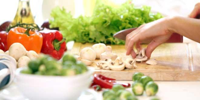 Научно доказано, что некоторые продукты регулируют обменные процессы в организме, сжигают жир с бедер, живота, ног, рук, ягодиц, помогают похудению.
