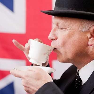 не оттопыривайте мизинец, когда пьете чай или кофе;