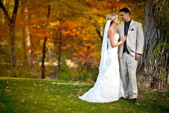 Небольшая свадьба золотой осенью