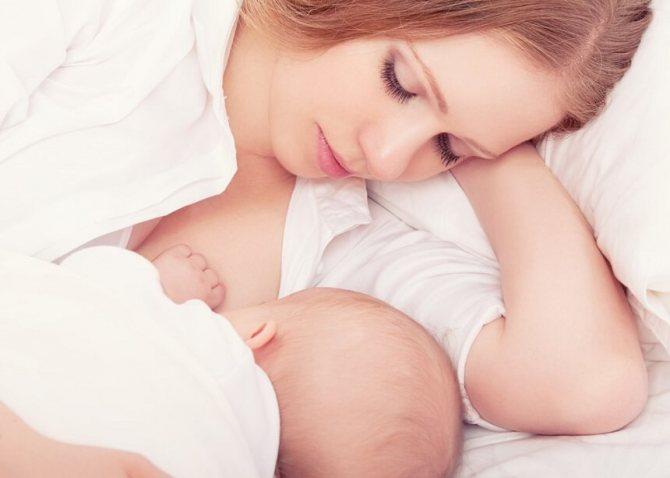 новорожденный может засыпать у груди из-за слабости