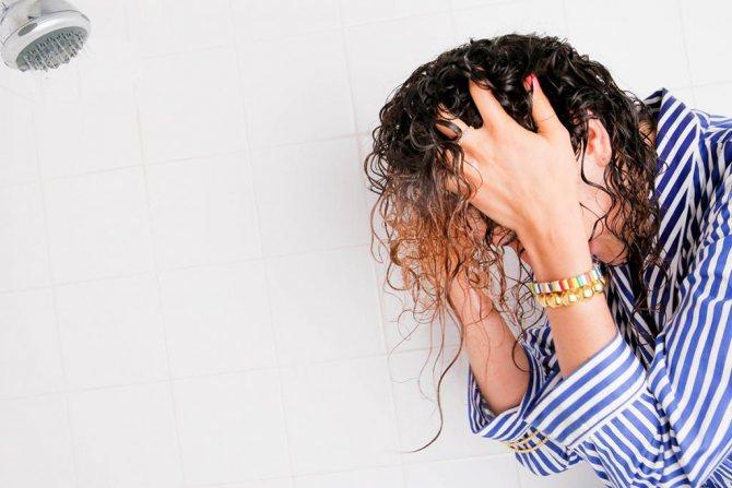 Нужно ли мыть голову перед мелированием волос