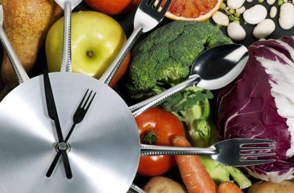 Нужно питаться в рамках дневной калорийности и соблюдать баланс макронутриентов