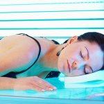Нужно знать, как загорать в солярии без вреда для здоровья
