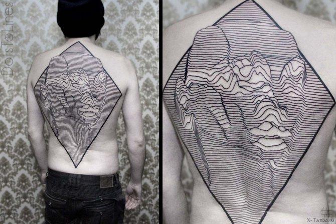 объемный рисунок на спине