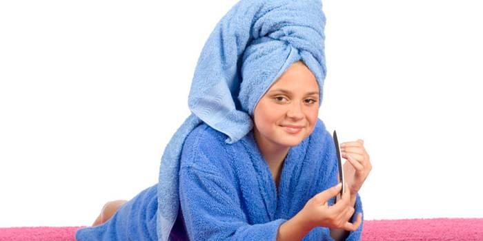 Оберните голову полотенцем