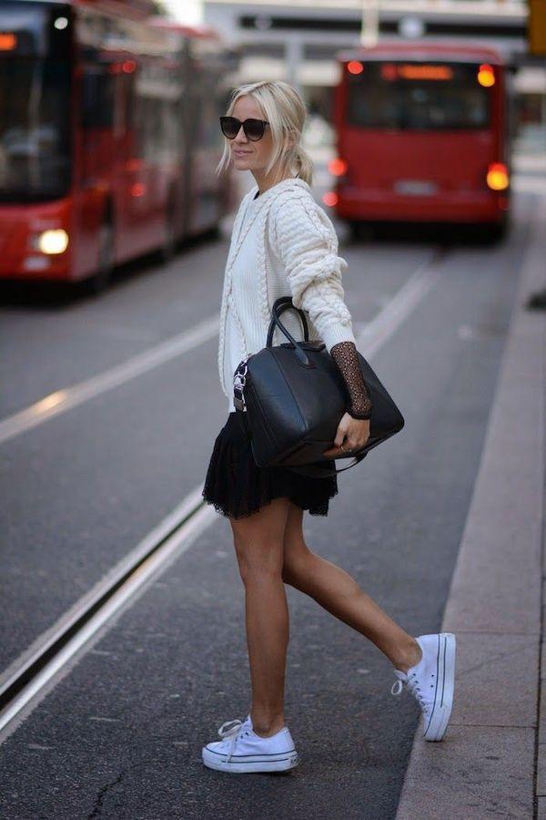 Образ с кроссовками на платформе